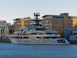 kismet-superyacht-arrives-in-london